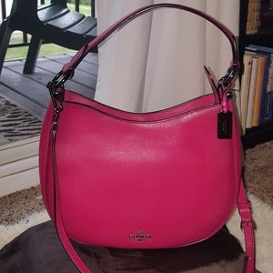 👜COACH Nomad Cerise Glove Tanned Leather